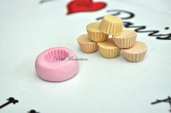 PetitMiniature ♥ ♥ ♥ ♥ ♥ ♥  MOULD base cupcake 1,3cm flexible silicone macaron 3d dollhouse miniature polymer clay jewelry charm kawaii resin