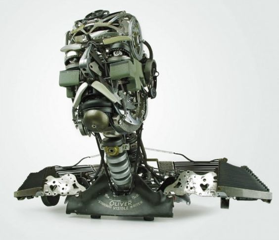 Les machines à écrire sont devenus obsolètes au 21ème siècle, le concepteur californien  Jérémy Mayer les démonte et les rassemble pour en faire de magnifiques sculptures.