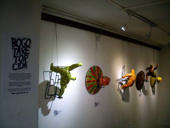 """Exposición colectiva, Universidad UNITEC, Bogotá, serie """"POP IN SIDE"""", múltiples realizados en fibra de vidrio y resina, 2013"""