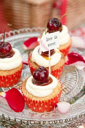 red cherry cupcakes   <3 to do this with strawberries