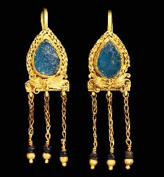 A PAIR OF ROMAN GOLD AND GLASS EARRINGS CIRCA 2ND-3RD CENTURY A.D.: