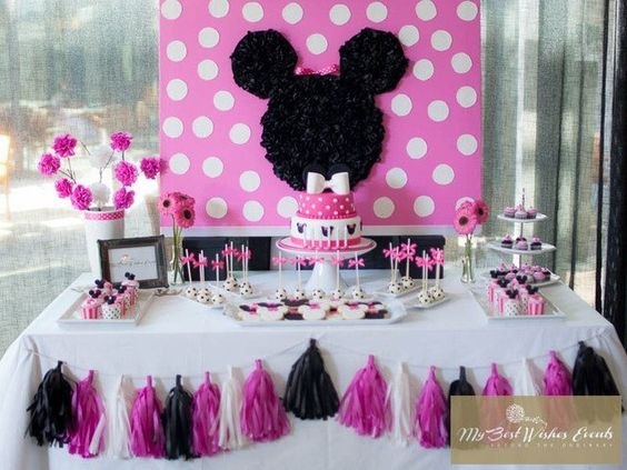 Minnie mouse birthday party ideas party backdrops for Party backdrop ideas
