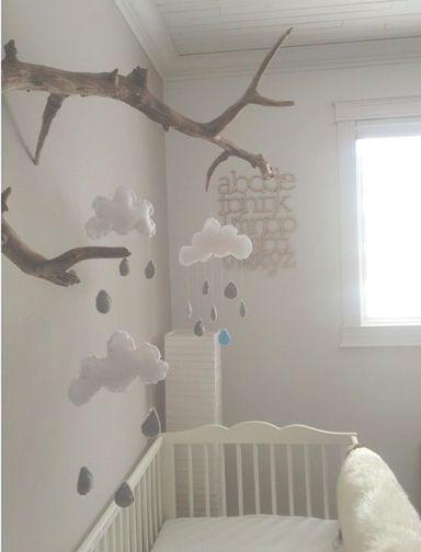 Chambre bébé   ♥ ZALINKA.COM ☆ Idée déco ☆intéressant le détournement du branchage pour y suspendre des nuages