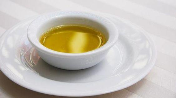 Ail et thym contre le rhume : 1. prendre 3 ou 4 gousses d'ail 2. les faire bouillir dans 1/2 litre d'eau pendant quelques minutes 3. y ajouter 2/3 branches de thym et faire infuser pendant 10 min