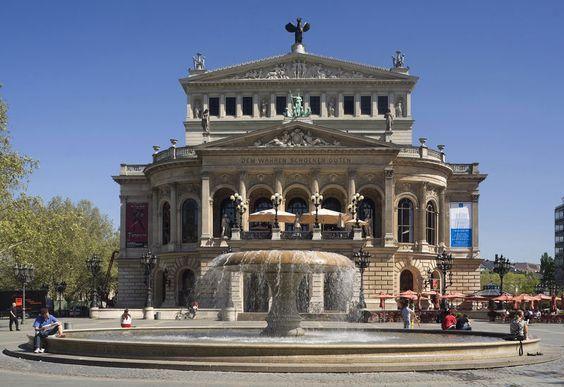 Eine beliebte Sehenswürdigkeit: die Alte Oper!