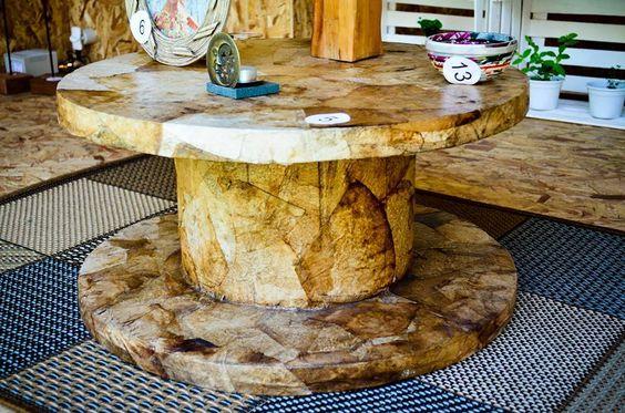 mesa de carretel com aplicação de filtro de café.