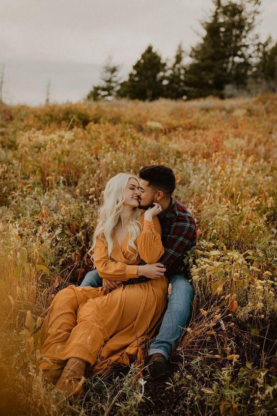 Boise Idaho Fall Engagements | Idaho Autumn Engagements | Fall Engagement outfit | kylie morgan photography | fall mountain engagements