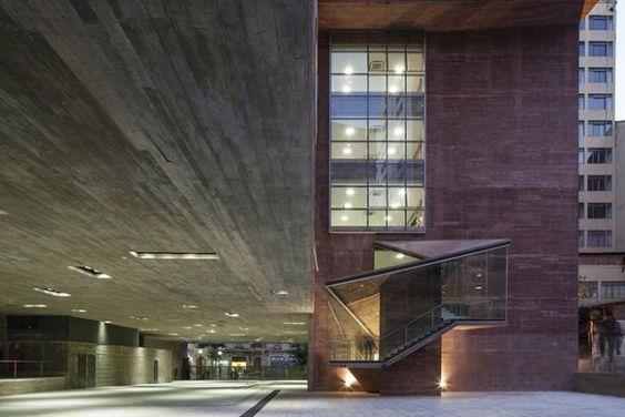 Stairs and access. Praça das Artes. By Brasil Arquitectura. Photography © Leonardo Finotti.