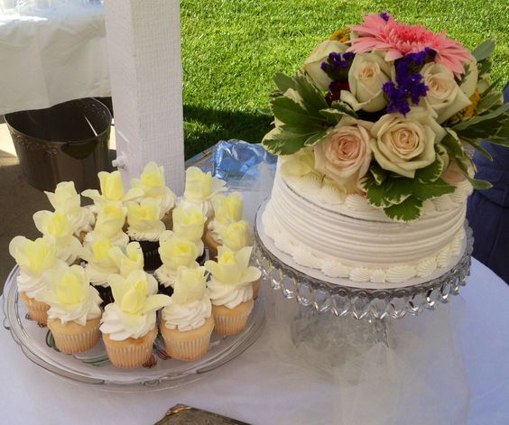 grocery store wedding cakes white frosting grocery and layer cakes on 14988