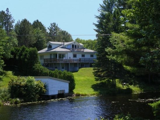 Lakes vacation rentals and places on pinterest for Northern michigan cabin rental