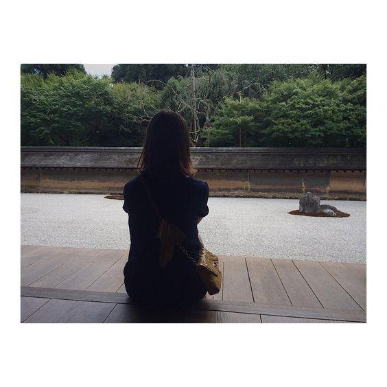 Imperméabilité vs Imperturbabilité 💤💤#zen #ryoanji #temple #zengarden #15rocks #kyoto #japan #summer2016