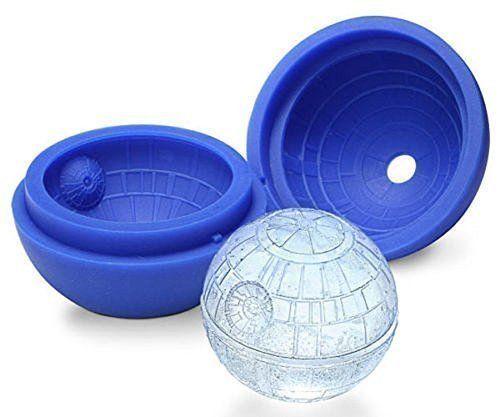 Form aus Silikon für Eiswürfel, Essen Star Wars Todesstern 3D - Sußer geeignet, um Eiswürfel, Schokolade und Gelatine bei einer Party oder an der Bar zu formen. - Sie können der Flüssigkeit jedes Nahrungsmittel hinzufügen, wie Erdbeeren, Kirschen, Orangen, Äpfel und Zitronen. - Nach dem Frieren wird der Eiswürfel bunt, glitzernd und kristallklar. - Material: Silikon - Größe: 12x12x5.2cm, Durchmesser: 4.5cm Sußer geeignet, um Eiswürfel, Schokolade und Gelatine bei einer Party oder an der Bar…