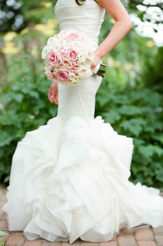 Photography : Tamara Gruner Photography | Wedding Dress : Vera Wang | Floral Design : Abby Flower Design Read More on SMP: http://www.stylemepretty.com/2015/09/25/romantic-chicago-botanic-garden-summer-wedding/