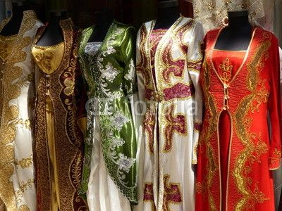 Traditionelle Kleider für strenggläubige Muslime in einem Geschäft in Adapazari in der Provinz Sakarya in der Türkei