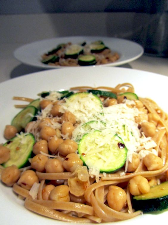 Linguine with Zucchini and Chickpeas / Casa Cullen