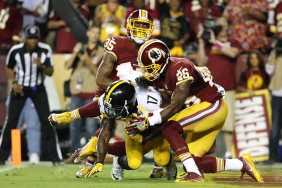 Wide receiver Eli Rogers #17 of the Pittsburgh Steelers scores a second quarter touchdown against defensive back Dashaun Phillips #35 of the Washington Redskins and cornerback Bashaud Breeland #26 of the Washington Redskins at FedExField on September 12, 2016 in Landover, Maryland.