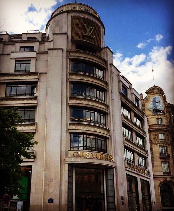 Explodindo o limite do cartão de crédito em Paris... ... ... #paris #france #frança #europa #eurotrip #turistando #ferias #viagem #viaje #viajar #trip #travel #patriciaviaja #louisvuitton #champselysees