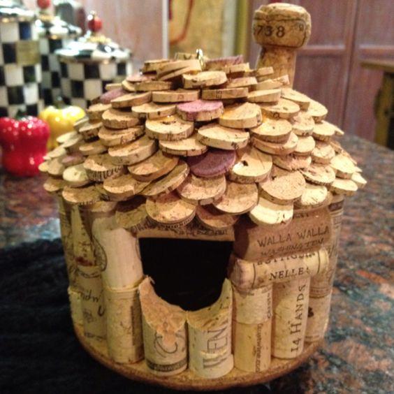 Nichoir en li ge de vin nichoirs and bouchons de li ge on for How to build a birdhouse out of wine corks