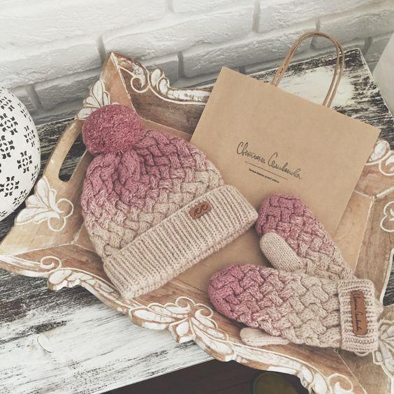 Комплект шапка и варежки: