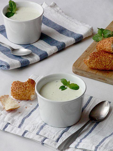 Gurken-Joghurt-Kaltschale mit Minze