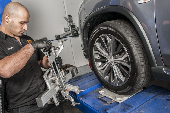 Moving Motors Pty Ltd provides best car service & car repairs in #Tullamarine & nearby suburbs.