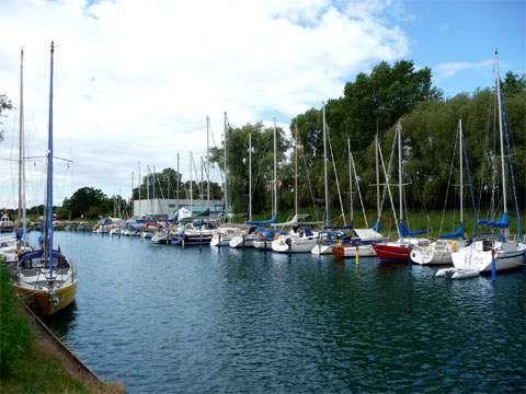 Sportboote im Jachthafen Zinnowitz: Wassersport auf der Insel Usedom.