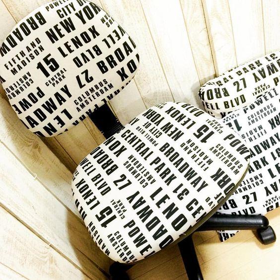 Seriaの白黒ロゴのフリークロスで椅子を貼替え☆#100均#セリア#英字#モノクロ#椅子貼替え#タッカー#リメイク#diy
