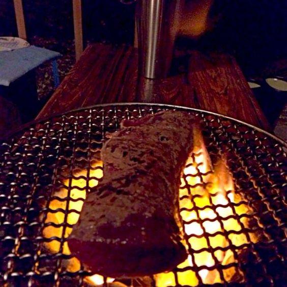 アーティストinレジデンスで一緒に仕事してる方から鹿肉のヘレを頂きました‼︎ 炭火で炙ってタタキで‼︎(激ウマ) - 69件のもぐもぐ - おっさんの夕方ピクニック‼︎ by giacometti1901
