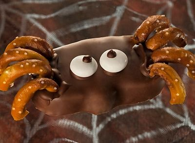 HERSHEY'S | REESE'S Peanut Butter Pumpkin Spider.....easy to make and good to eat!!