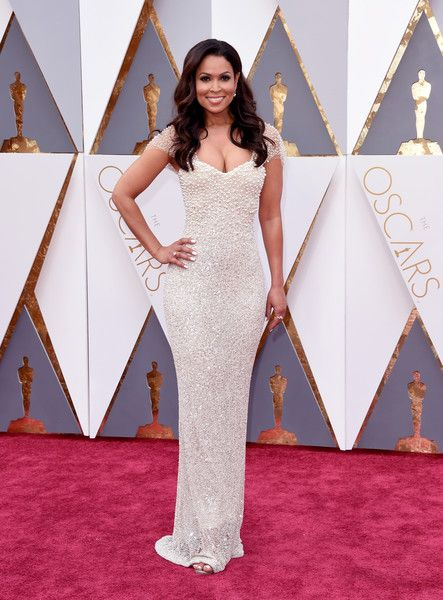 #oscarfashion TV personality Tracey Edmonds attends the 88th Annual Academy Awards at Hollywood & Highland Center on February 28, 2016 in Hollywood, California.