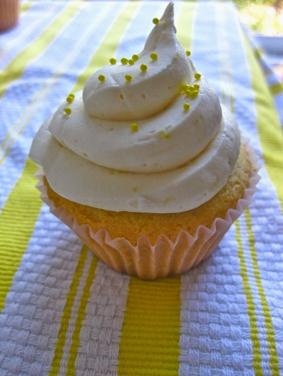 Lemon Cupcakes + Lemon Buttercream