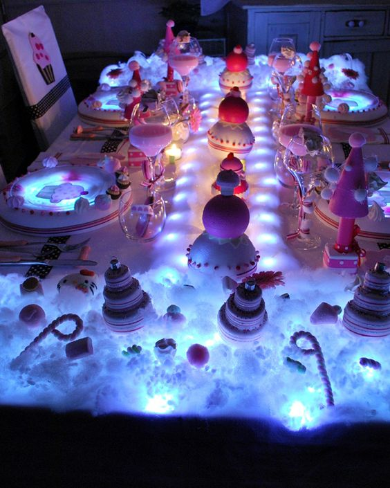 Tables de f te styl es pour filles fauch es tables for Decoration de noel rose