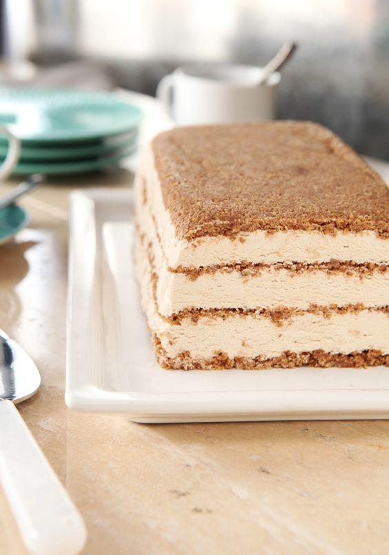 Postre congelado estilo cheesecake con sabor a cappuccino- Nada mejor para la hora del postre que este cheesecake congelado, con sabor nada más ni nada menos que ¡a cappuccino!