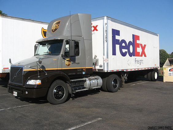 UPS Tractor Unit Pulling FedEx Trailor Tractor, Rigs and United - fedex careers