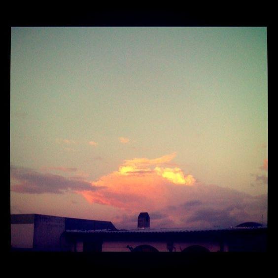 Sunset (UIO) by J. León