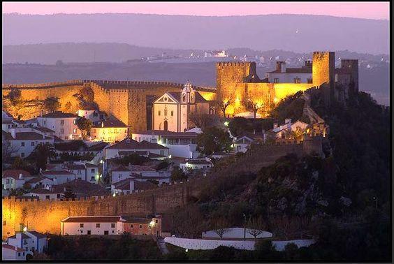 Situada na Estremadura, a sul de Caldas da Rainha e protegido a sudeste pela Serra de Montejunto, Óbidos, Portugal