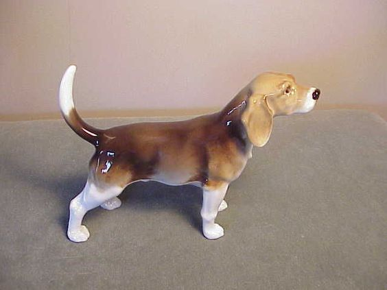 VINTAGE FINE GERMAN PORCELAIN DOG FIGURINE HUTSCHENREUTHER FOXHOUND AMERICAN ?