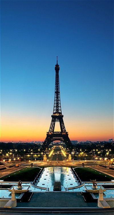 #TorreEiffel desde #Trocadero, #Paris... http://www.viajaraparis.com/lugares-para-visitar-en-paris/torre-eiffel-de-paris/                                                                                                                                                      Más
