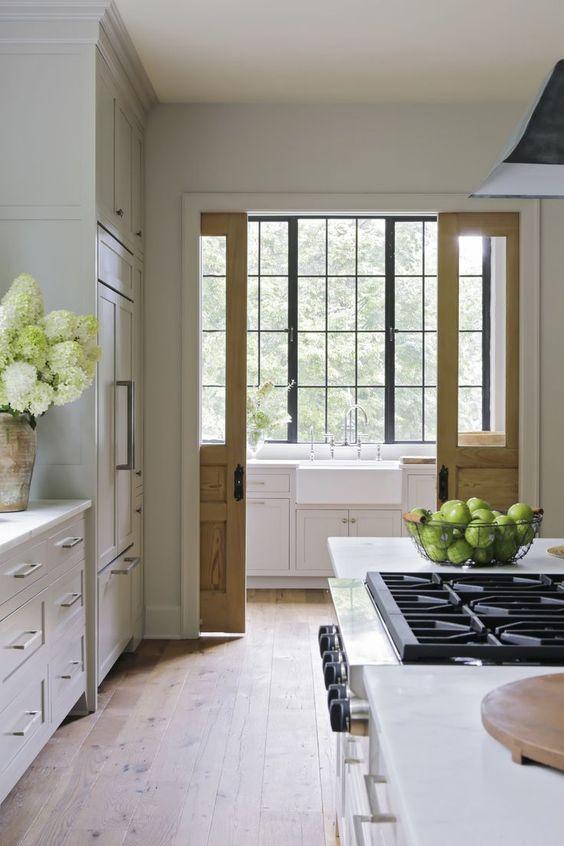 Beautiful kitchen design by Rachel Halvorson. Come be inspired by 11 White Kitchen Design Ideas Adding Warmth! #kitchendesign #whitekitchen #kitchenideas #interiordesignideas #whitekitcheninspiration