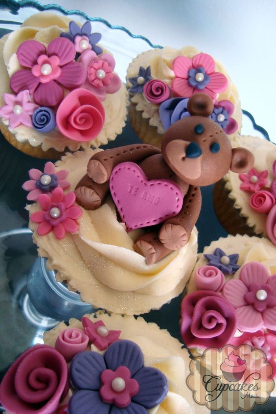 Teddy bear cupcakes. Cute for Valentine's Day or Anniversary.