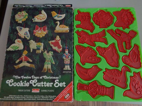 12 Days of Christmas Cookie Cutters EXCELLENT w shabby box CHILTON 1978 plastic