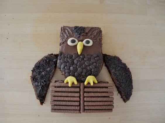 Der kommt bei Klein und Groß gut an: Eulenkuchen mit ganz viel Schokolade |