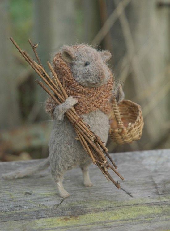 felted mouse gathering wood: