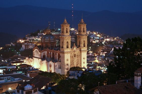 Santa Prisaca Cathedral in Taxco de Alarcón, Mexico (by VictorSOSAA). Description from pinterest.com. I searched for this on bing.com/images