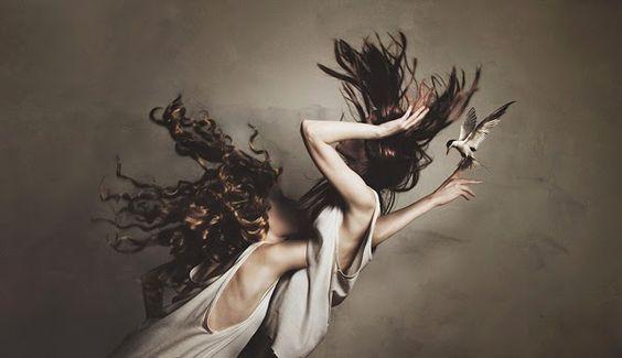 #despertar O Homem não se consegue refazer a si mesmo sem sofrimento pois ele é tanto o mármore como o escultor. ~ Alexis Carrel | photography by flora borsi