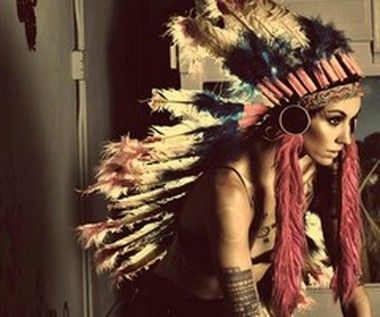 i gave that girl a headdress, girls love headdresses, I do too