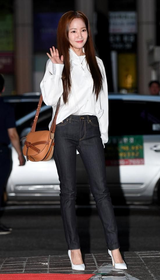 8 Fashion Staples Every Asian Celebrity Owns Fashion Street Style Bags Asian Celebrities