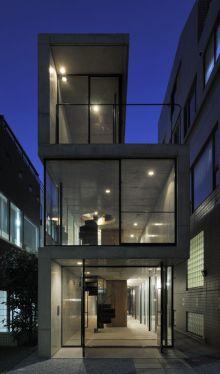 House in Takadanobaba. Photo © Hiroyasu Sakaguchi via ArchDaily