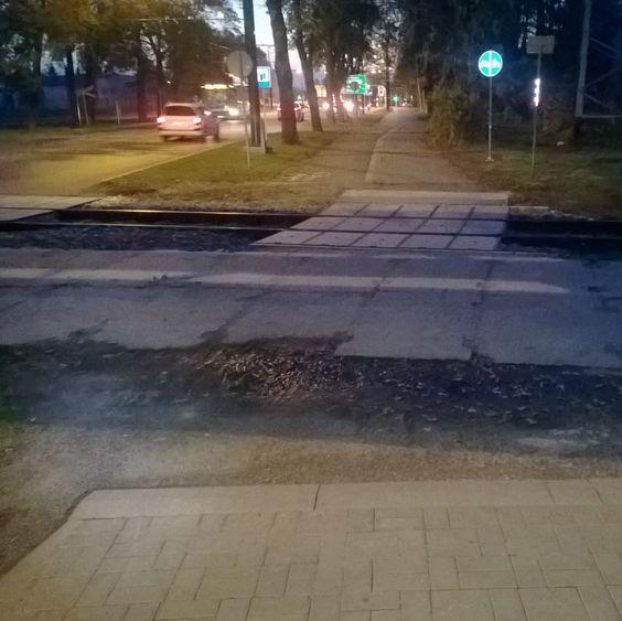 Bylem dzisiaj sprawdzić jak wygląda naprawiony przejazd przez tory na Zemborzyckiej. Niestety trochę się zawiodłem odnośnie wykonania. #rower #lublin #pkp