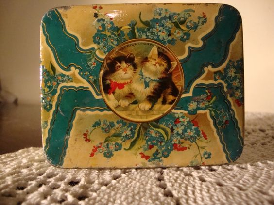 victorian tin with kittens
